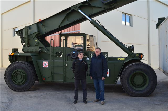 UP LIFTING supplies two machines to the Dutch Army